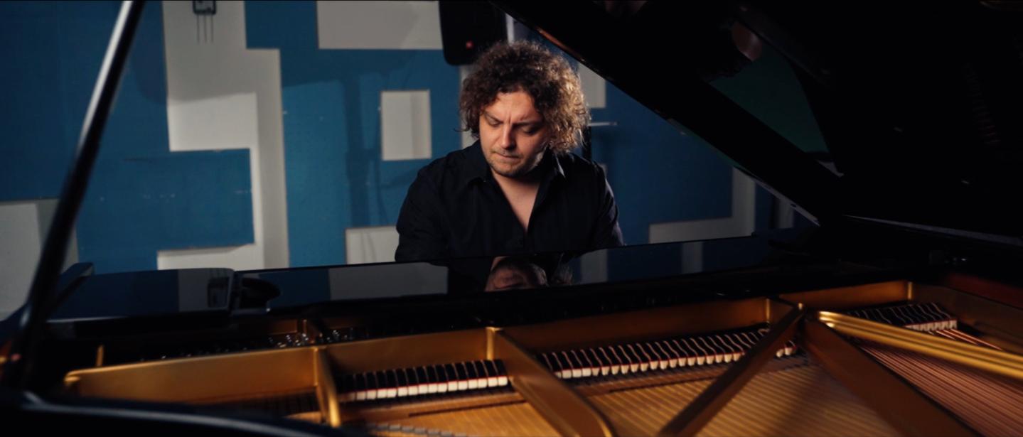 Luigi album »Barve« napoveduje s skladbo »Norim«